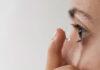 Zakładanie i zdejmowanie soczewek kontaktowych
